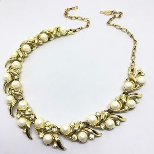 🆕Vintage Sarah Coventry Pearl Rhinestone Necklace